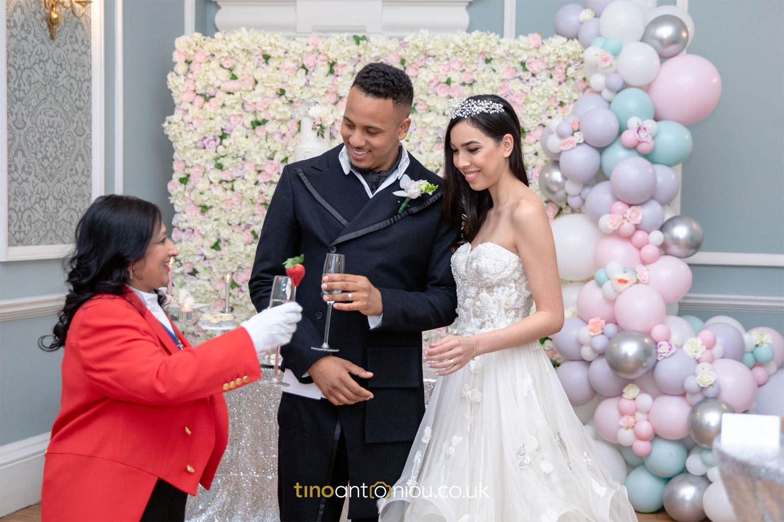 lady toastmaster - master of ceremonies for couple at luxury wedding