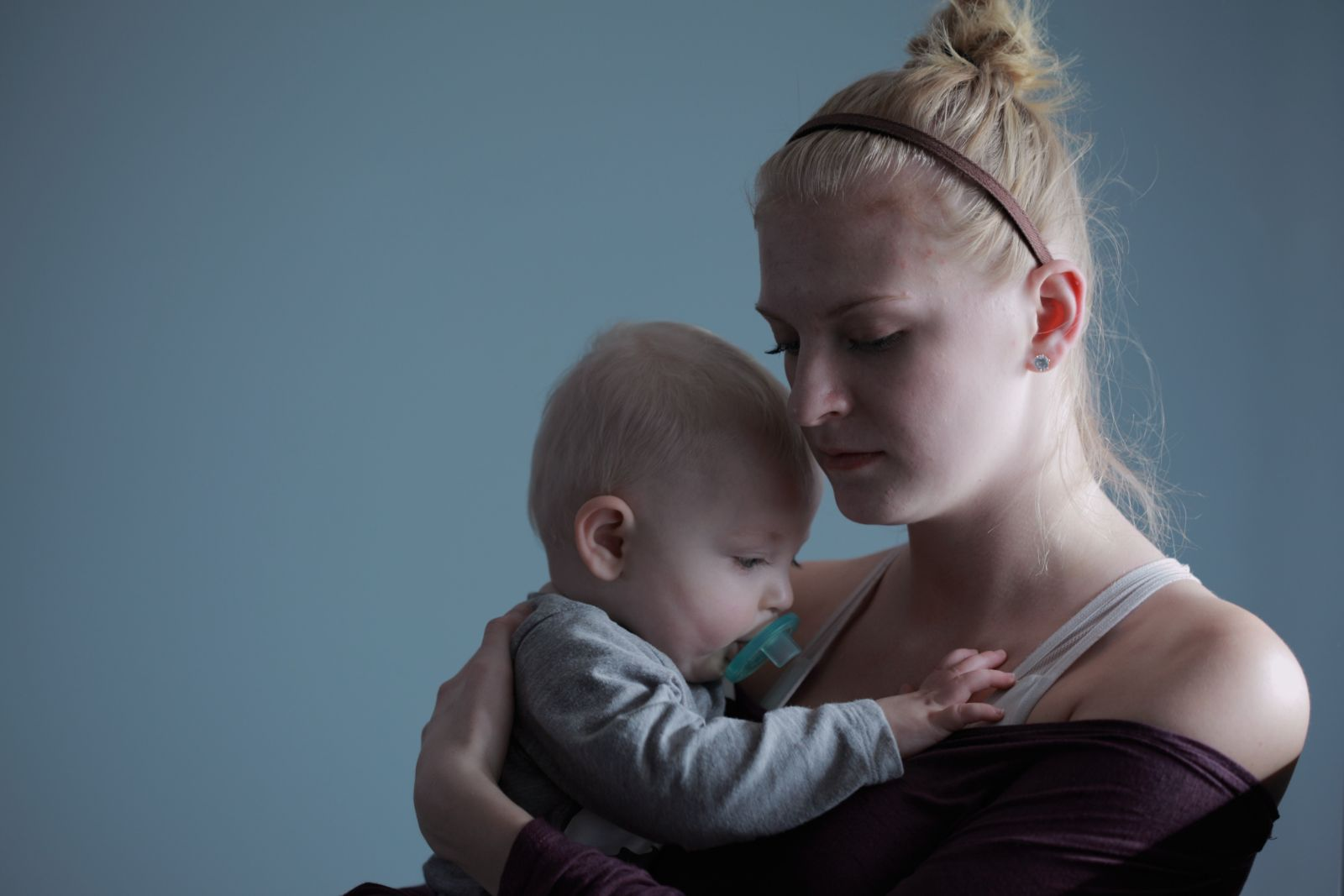 mother coping with single-parent stress